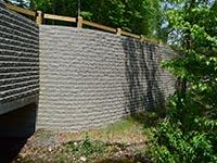 Bridge retaining wall