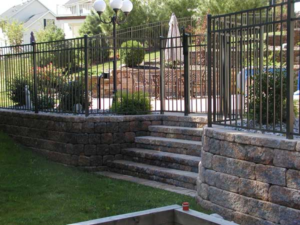Retaining Walls Build Spectacular Backyards