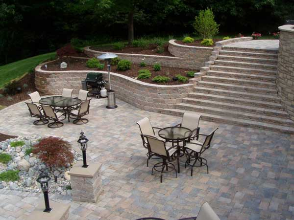 Curved retaining walls in your landscape why build with curves allan block curved wall solutioingenieria Choice Image